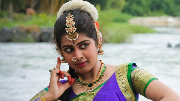 Prova på Indisk dans, för vuxna och ungdomar
