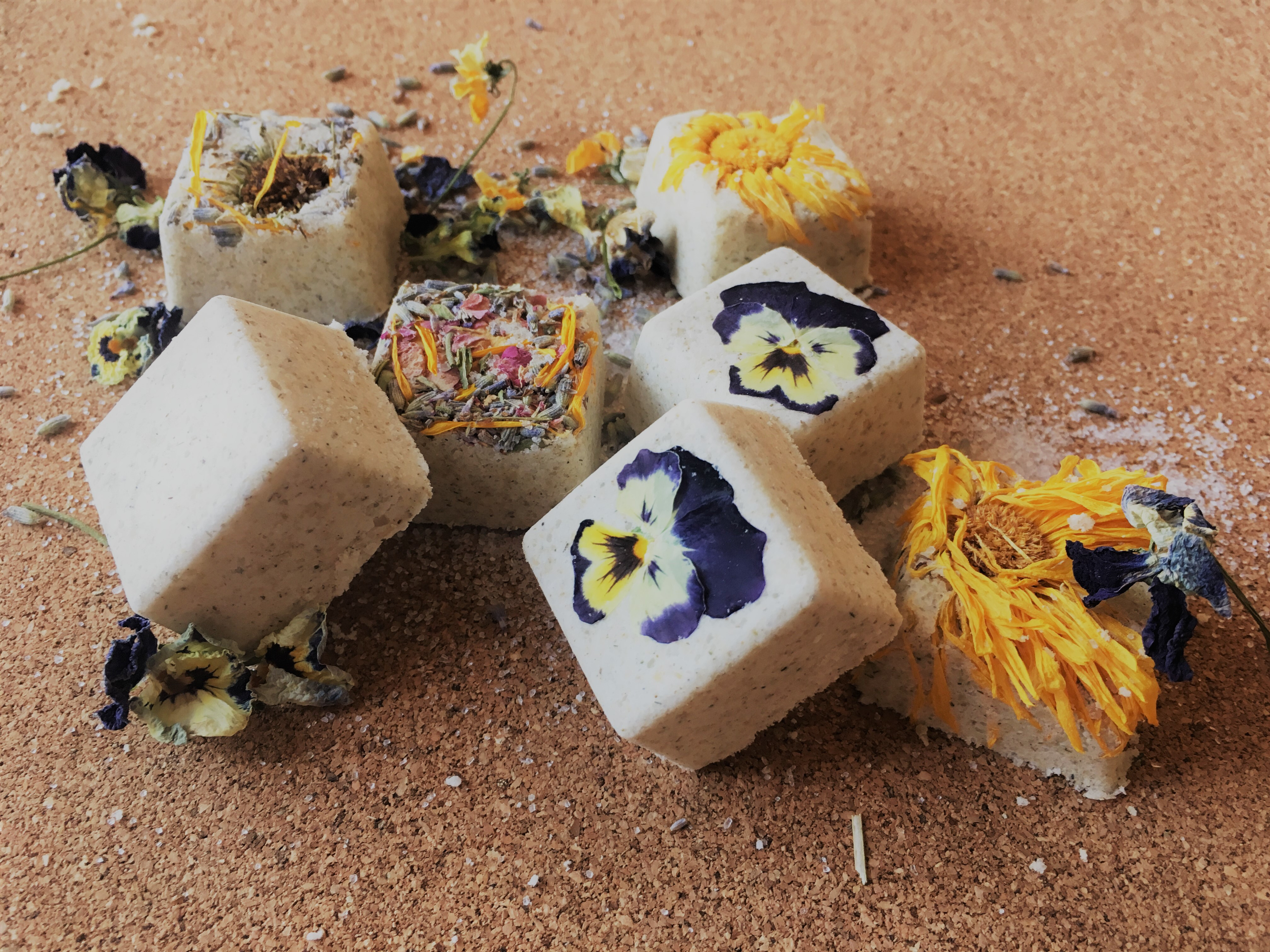 Make your own ecological bath bombs and bath oil