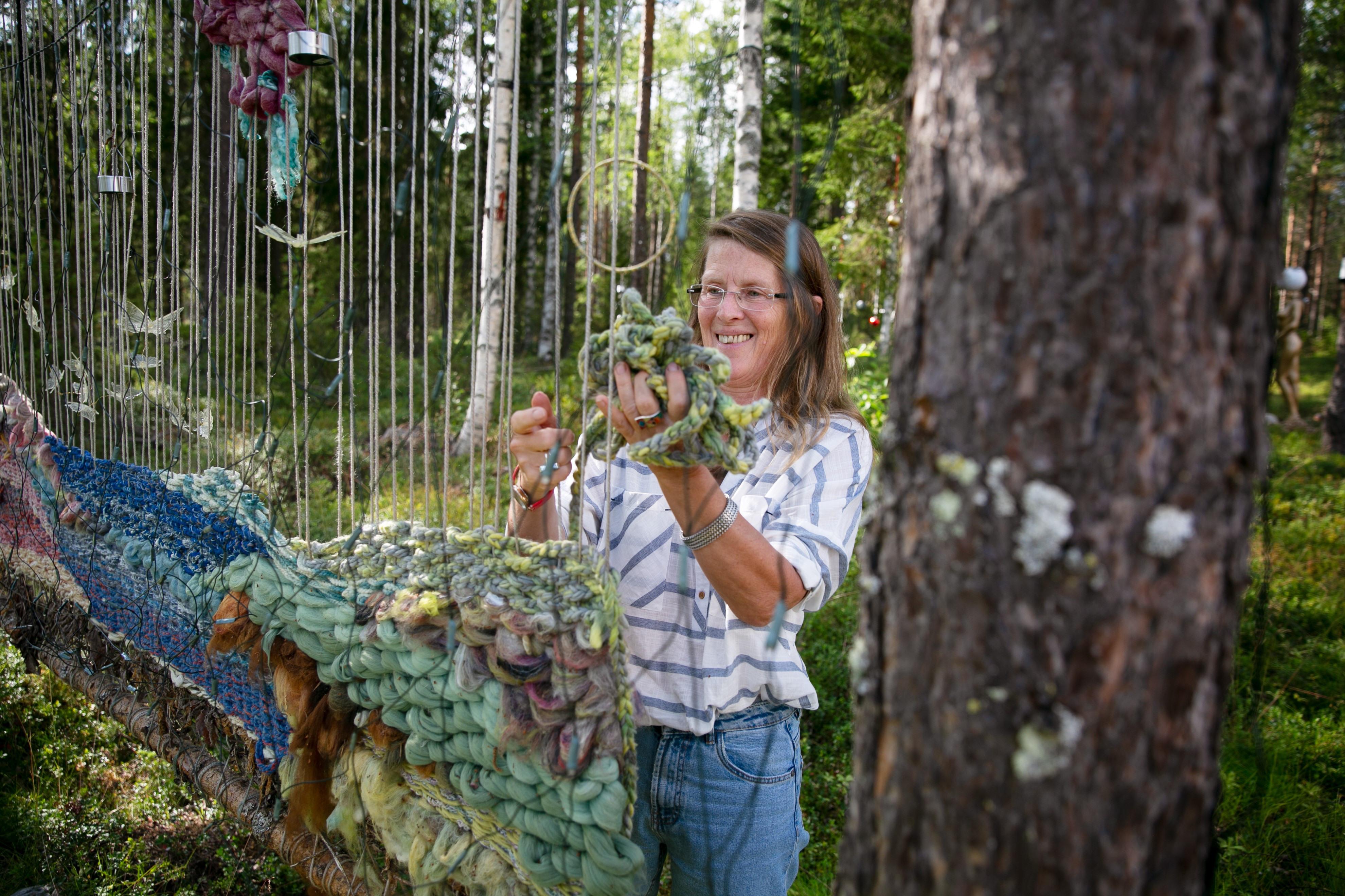 Konst i skogen med Cornelia Lohf