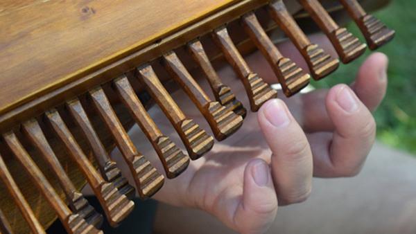 KRINGELFOLK - Mixed repertoire on kontrabasharpa