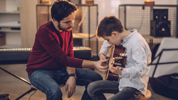 Akustisk gitarr 10-12 år Nybörjare Fredagar